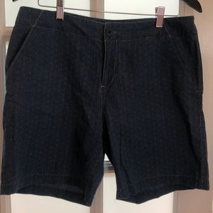 Denim Tommy Bahama shorts with cute details